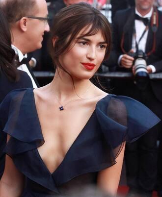 jewels jeanne damas necklace gold necklace jewelry minimalist jewelry dress blue dress navy navy dress make-up