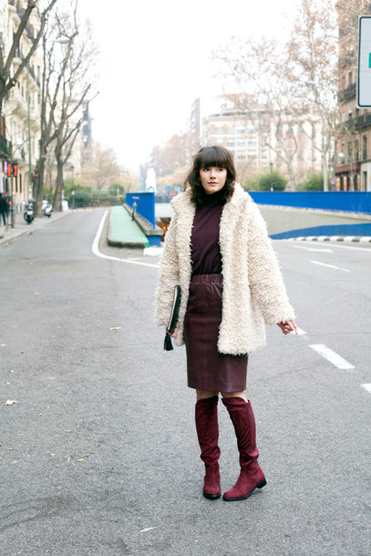 che cosa blogger fuzzy coat burgundy leather skirt white coat winter outfits coat shoes skirt white fluffy coat fluffy winter coat burgundy top burgundy skirt pencil skirt boots flat boots teddy bear coat white oversized coat