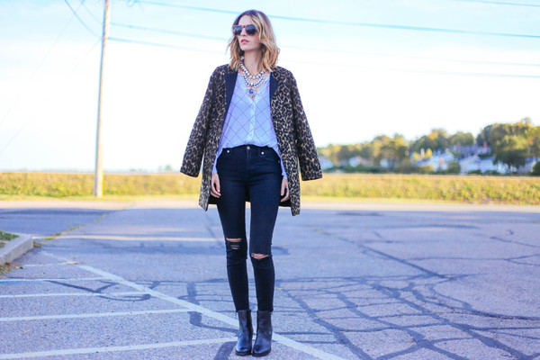 prosecco and plaid blogger jeans jacket jewels sunglasses shoes