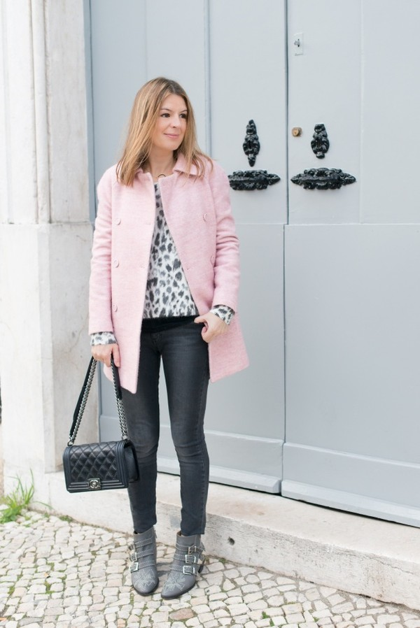 the working girl sweater t-shirt shoes bag jewels coat jeans susanna boots grey boots ankle boots top printed top pink coat black bag chanel bag black jeans buckle boots buckles
