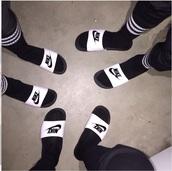 shoes,black and white nike slides