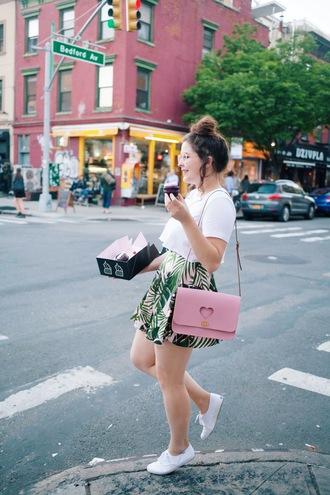 noelles favorite things blogger t-shirt skirt bag shoes
