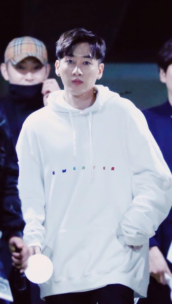 sweater white hoodie