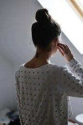 shirt,t-shirt,white,gold,blouse,sweatshirt,studs,studded,studded shirt,studded blouse,studded jumper,sweater,cute,tumblr,winter sweater,girl,tumblr girl,spikes