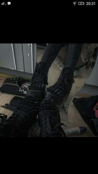 shoes black creepers studded shoes studded studs goth goth shoes rock rock chick metal spikes spiked shoes thorns