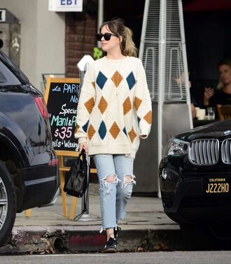 sweater dakota fanning jeans ripped jeans streetstyle fall outfits