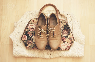 shoes brouges jumper vintage cute floral bag fall outfits bag brown shoes lace up oxfords rounded toe dark brown light brown lace-up shoes pretty tumblr indie