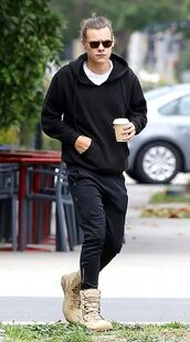 shoes,harry styles,sweater,pants,boots,menswear