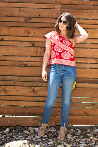 champagne&citylights blogger top jeans sunglasses shoes bag red top skinny jeans yellow bag spring outfits