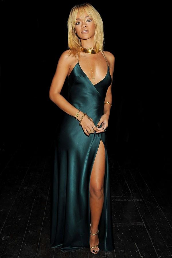 rihanna-green-dress-blonde