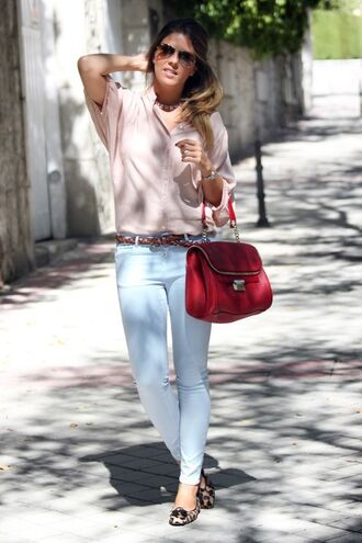 shoes leopard printed ballerinas flats ballet flats leopard print animal print light blue jeans blue jeans shirt pink shirt bag red bag spring outfits sunglasses
