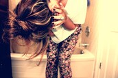 jewels,pants,leggings,flowers,colorful,printed leggings,floral,cute outfits,pink flowers,white tee,white t-shirt