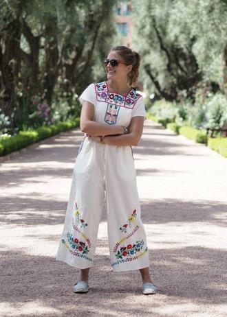 blogger jewels sunglasses jumpsuit white jumpsuit wide-leg pants floral pants floral top