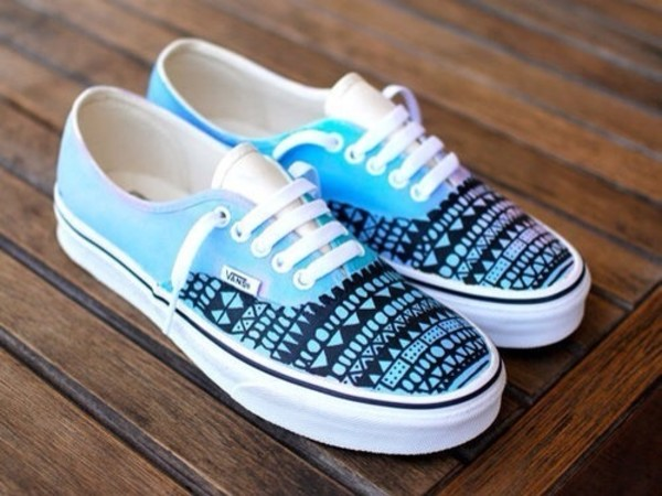 shoes blue vans black white blue shoes white shoes indie pretty hipster grunge vans of the wall tribal pattern vans aztec sneakers socks nike shoes vans blue