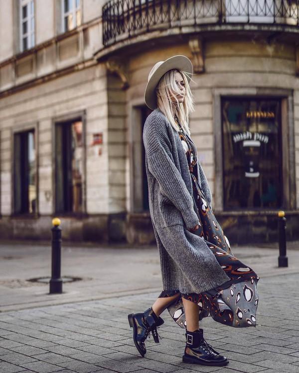 sweater oversized sweater black boots maxi dress felt hat streetstyle