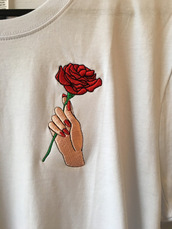 shirt,rose,tumblr,grunge,grunge t-shirt,clothes,t-shirt,tumblr shirt,dead roses,black bear,soft grunge,soft,soft ghetto,ghetto,chill,cute,white,red,red roses,white tee,pale,sad,dark pale,light pale,white t-shirt,roses