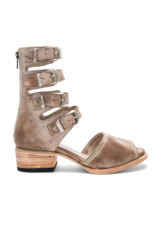 heel brown shoes
