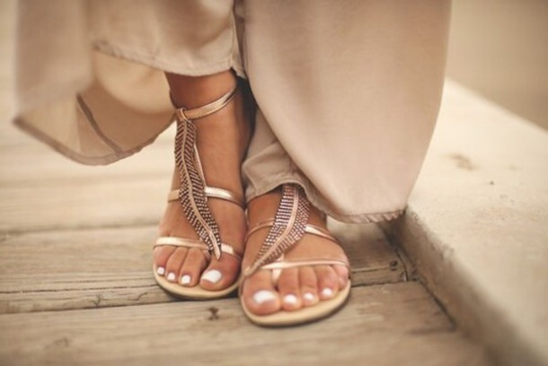 shoes gold plume toes out nail polish nails classy hippie cool girl style elegant gold flat sandals Gold low heel sandals leaves sandals girl fashion style flat sandals leaves beach shoes