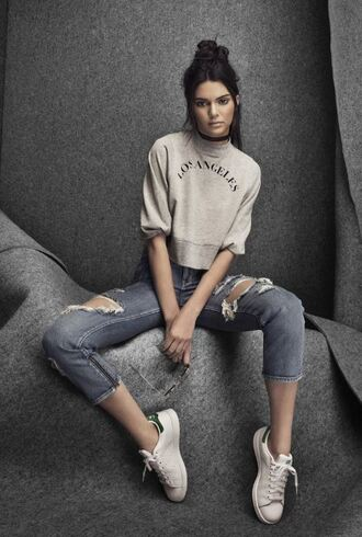 sweater kendall jenner ripped jeans sneakers denim jeans grey sweater white sneakers model black choker jewels choker necklace jewelry necklace kardashians keeping up with the kardashians kendall and kylie jenner celebrity style celebrity celebstyle for less