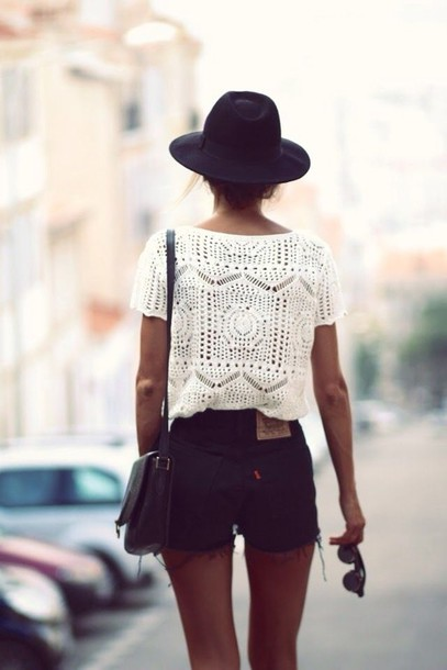blouse shorts hat jeans forever 21 levi's t-shirt crop tops floppy hat white lace top lace bag shirt summer black black shorts lace white shirt black hat white top white clothes crochet sunglasses top knit style cool girl style black and white summer outfits High waisted shorts crochet crop top white t-shirt festival indie hippie shirt summer top outfit