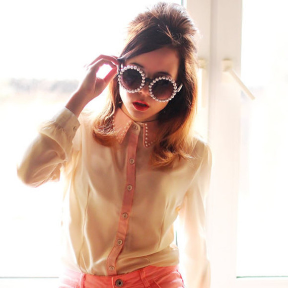 coral shirt coral blouse sunglasses pearl pearl sunglasses strap, pearl, strap,sunglasses pearl sunglasses coral jeans summer outfits pearl studded collar dress shirt i want it so bad ! please find it blogger streetstyle brunette coral jeans & nude