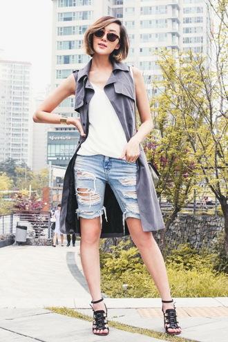 shorts white top distressed denim shorts black sandals blogger sleeveless coat sunglasses