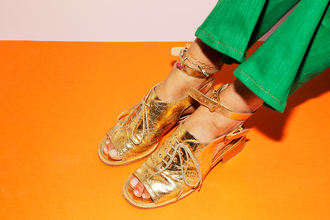 man repeller blogger shoes metallic shoes peep toe heels medium heels cut out shoes gold gold shoes spring accessory summer accessories