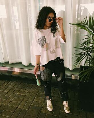 jeans top round sunglasses sunglasses sneakers instagram pants shoes alessia cara leggings white top white sneakers aviator sunglasses