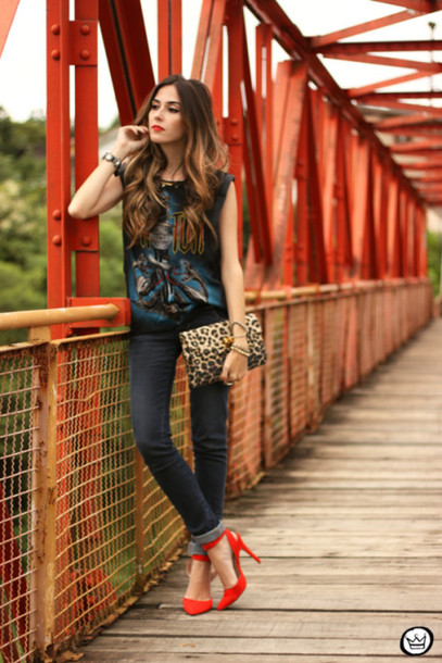 fashion coolture blogger pouch leopard print red heels tank top