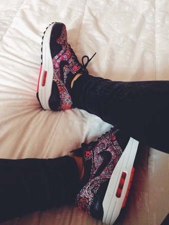 shoes nikes nike air nike nike sneakers air max london jeans color/pattern liberty nike air max 1 flowers sneakers cute floral print nike shoes blooms pink and black shoes pink liberty shoes liberty print nike hat purple floral cardigan nike air max sneakers girl red