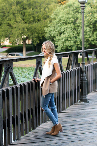 lolo mag blogger vest waterfall jacket fall outfits shearling vest shearling t-shirt white t-shirt jeans denim blue jeans boots ankle boots brown boots