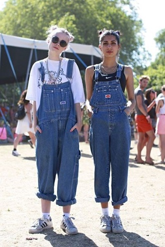 jumpsuit dungarees overalls denim oversized grunge 90s style sunglasses summer hipster glasses hair hairstyles nike nike shoes oversized t-shirt roll-up adidas adidas shoes adidas originals adidas superstars chain necklace white t-shirt t-shirt sports bra sporty twinning