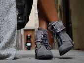 boots,shoes,low heels,low boots,leather,mireia,grey shoes,pink shoes
