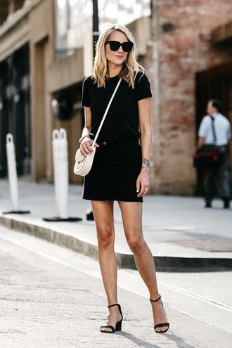 skirt mini skirt denim skirt t-shirt sandals block heels sandals crossbody bag blogger blogger style