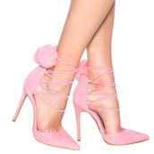 shoes,heels,pumps,pink,pink shoes,pink heels,pink pumps,pom poms,pompom shoes