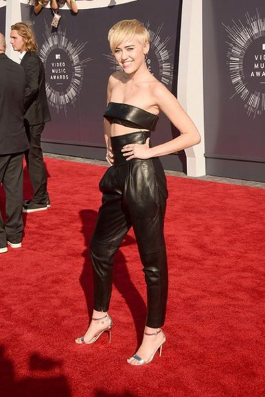 miley cyrus shoes pants black top leather sandals vma