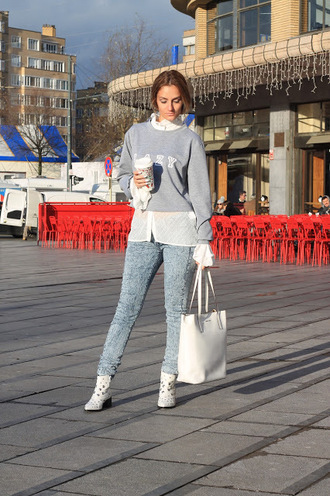 from brussels with love blogger sweater shirt jeans shoes bag tote bag ankle boots winter outfits grey sweater