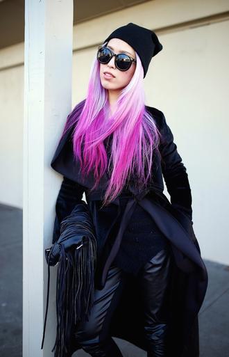 aika y aika's love closet blogger all black everything fringed bag leather leggings black sunglasses pink hair