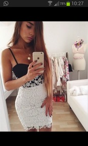dress,lace dress,spitze,sweet,girly,girly dress,black dress,white dress,floral dress,white skirt,black top,lace skirt,lace skirt white,bodycon dress,jewels