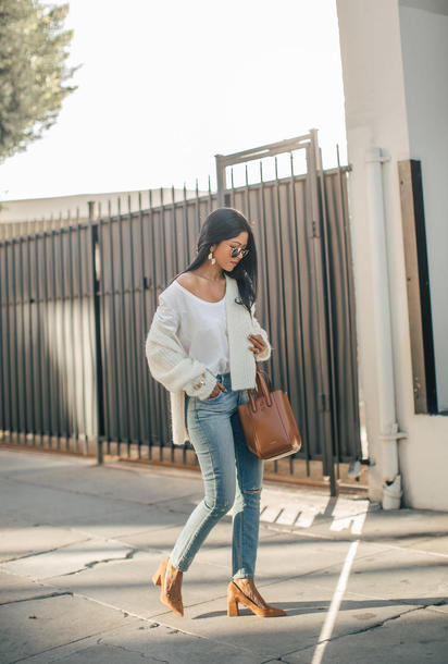 cardigan tumblr white cardigan denim jeans blue jeans ripped jeans bag brown bag pumps pointed toe pumps high heel pumps sunglasses