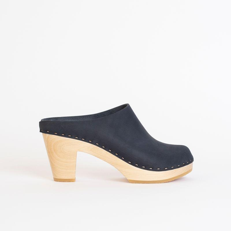 Chloe Closed Toe Clog