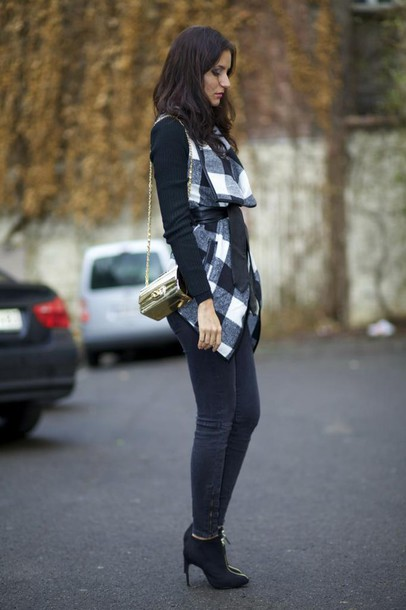 from brussels with love blogger flannel vest skinny jeans mini bag