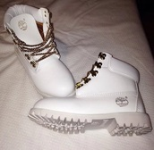 shoes,boots all white,timberlands,boots,style,dope,white lace,white,white shoes,trendy,tree,shorts,white timberlands with chain laces,timberland,home accessory