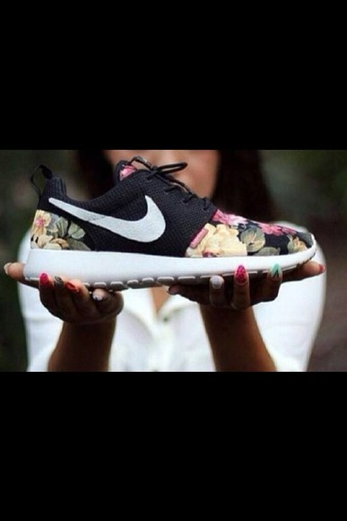 shoes nike nike roshe run flowers pink flowers beautiful shoes sporty style