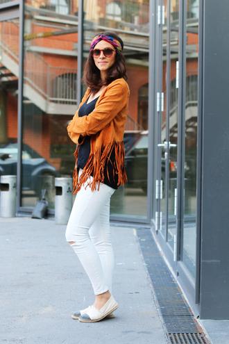 jacket brown fringe jacket white jeans white flats blogger navy blue top sunglasses