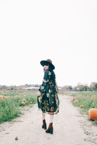 jag lever blogger hat fall dress printed dress