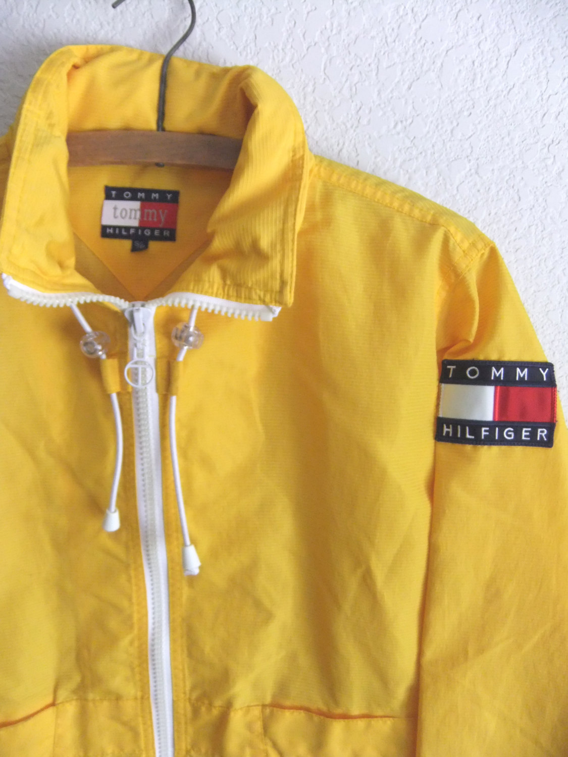 90s Tommy Hilfiger Anorak Raincoat - Club Kid Yellow Textured Parka with Convertible Hood - Mens size XS / S