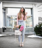 hat,beret,grey hat,pants,grey pants,high waisted pants,top,pink top,shoes,platform shoes,spring outfits