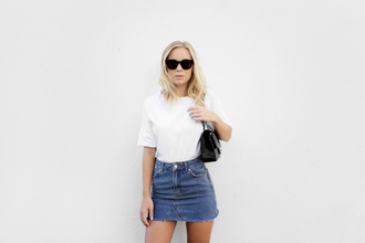 victoria tornegren blogger sunglasses white top mini skirt denim skirt skirt blue skirt t-shirt white t-shirt black sunglasses bag black bag