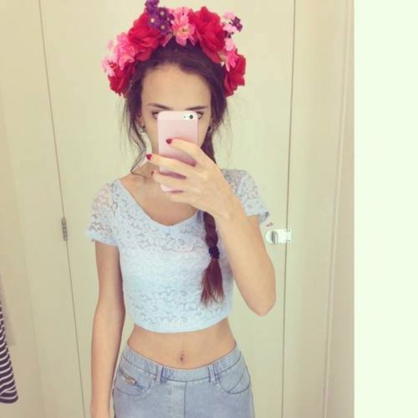 hair accessory hair accessory flower crown flowers flowers in hair crop tops top blue top lace top crop lace top jeans high waisted jeans phone cover